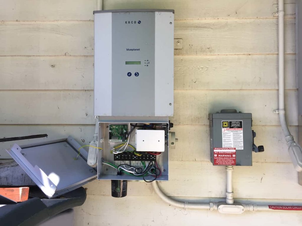 Picture of a Kaco Blueplanet inverter with the integrated AC and DC disconnect located on the right side of the lower cabinet.