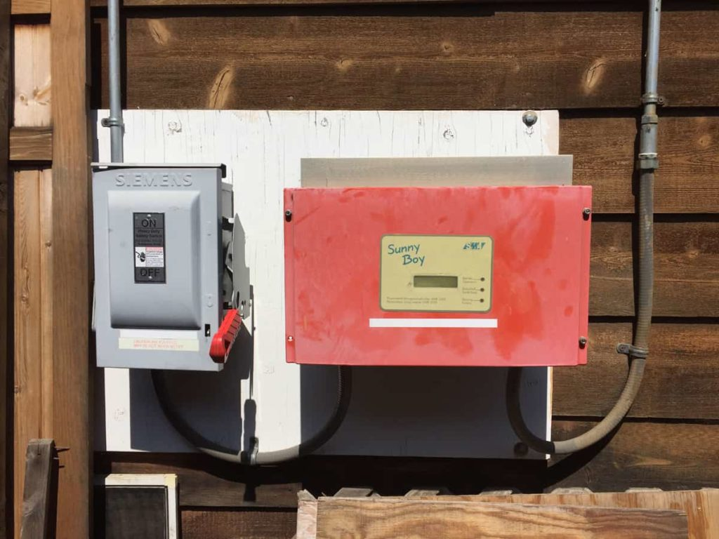 Picture of an SMA Sunnyboy 2500U inverter with an external Siemens DC disconnect switch.